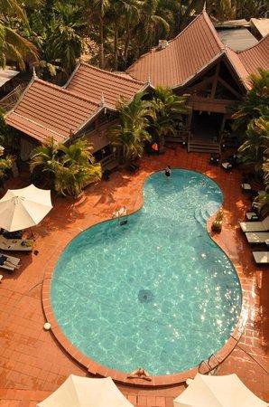Angkoriana Hotel: pool from our balcony