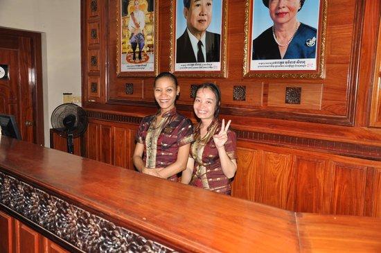 Angkoriana Hotel: nice ladies at front desk