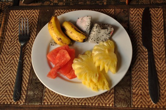 Angkoriana Hotel: fresh fruits for breakfast