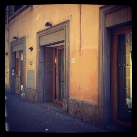 Hotel Pomezia: Street View