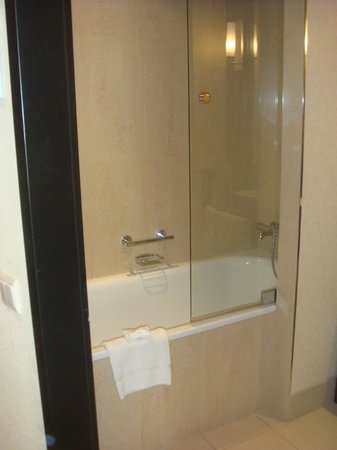 Cologne Marriott Hotel :                   Chambre classique