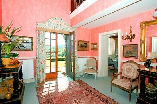 Cleeton Court Bed and Breakfast: Entrance Hall