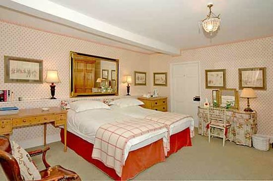 Cleeton Court Bed and Breakfast: Twin Bedroom (with ensuite bathroom)