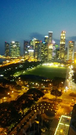 فيرمونت سنغافورة:                   Singapore at night from our hotel balcony                 