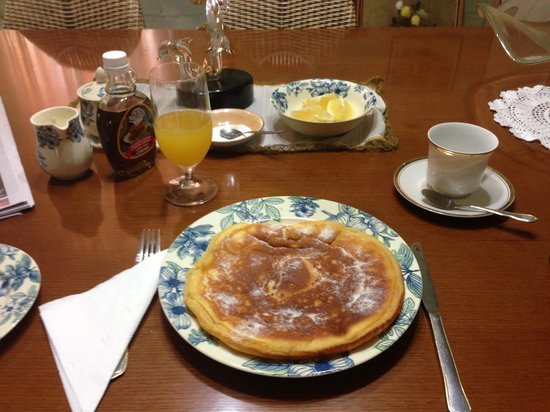 Must Love Dogs B&B & self contained cottage:                   Charlie's pancakes are delicious!