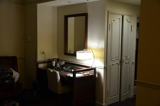 Hotel Colonnade Coral Gables, a Tribute Portfolio Hotel:                   Mesa para trabalho