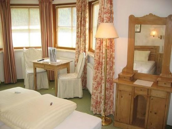 Hotel Edelweiss-Schloessl:                   our room