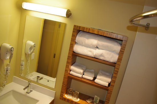 Comfort Inn Downtown:                   white towels not spots, far better than 5* of Cuba