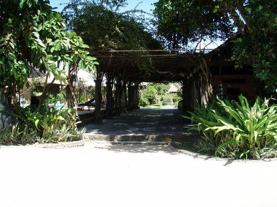 Matahari Terbit Bali Deluxe Bungalows:                   дорожка