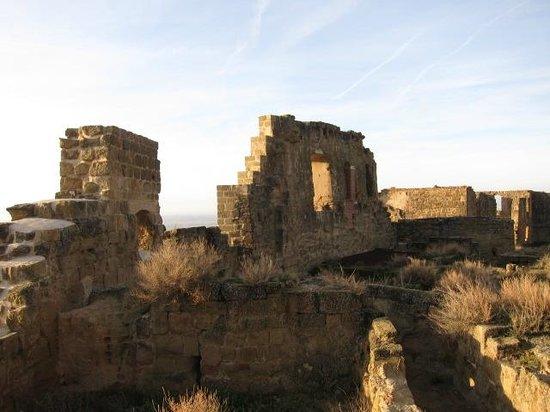Castillo de Montearagón:                   廃墟