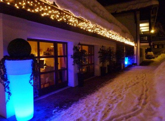 Hotel Zum Postillion:                   Wenn es Nacht wird über´m Postillion
