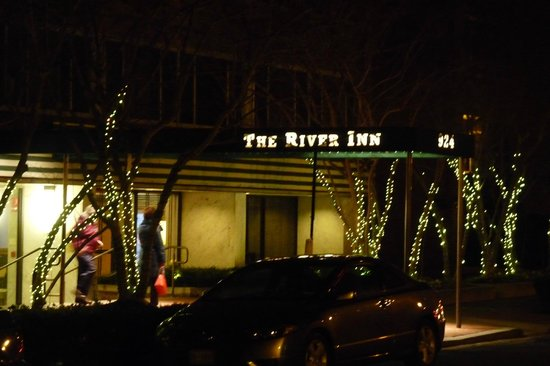 The River Inn: Front Entrance on 25th Street