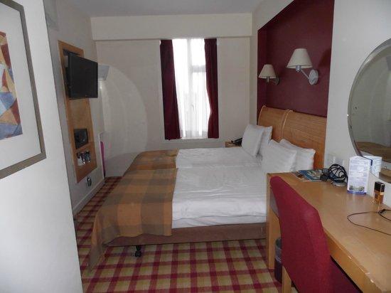 Holiday Inn London - Kensington High Street:                   Room 755