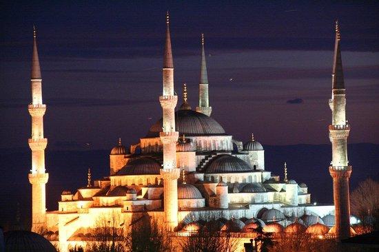 Adamar Hotel:                   Blick von der Dachterrasse es Hotels auf die Blaue Moschee
