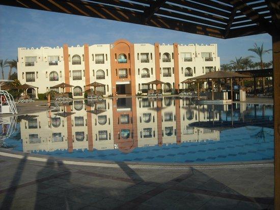 SUNRISE Select Royal Makadi Resort:                   family pool