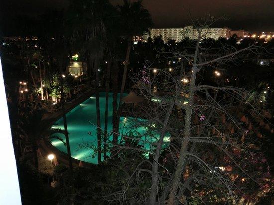 Hotel Eugenia Victoria: vue de la chambre de nuit