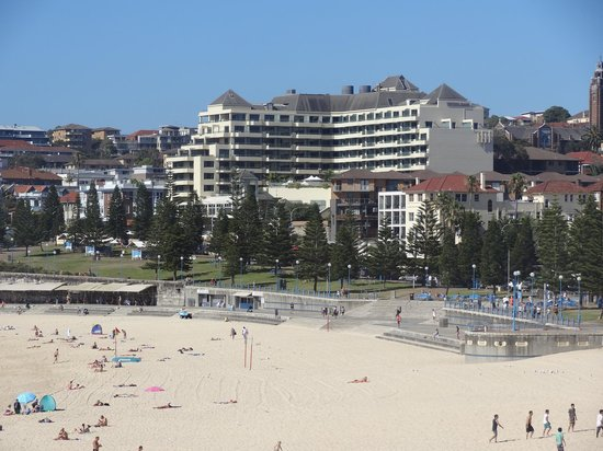 Crowne Plaza Hotel Coogee Beach - Sydney: View across Coogee Beach to the hotel
