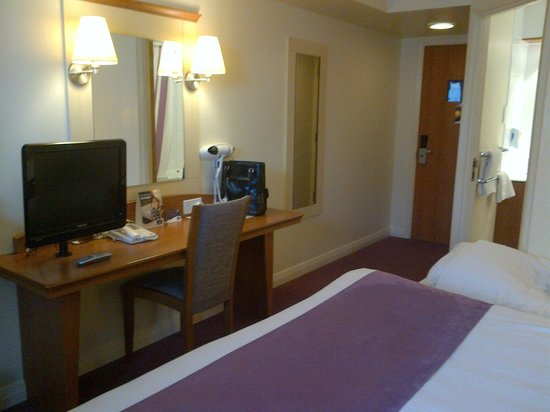 Premier Inn Norwich City Centre (Duke Street) Hotel:                   room