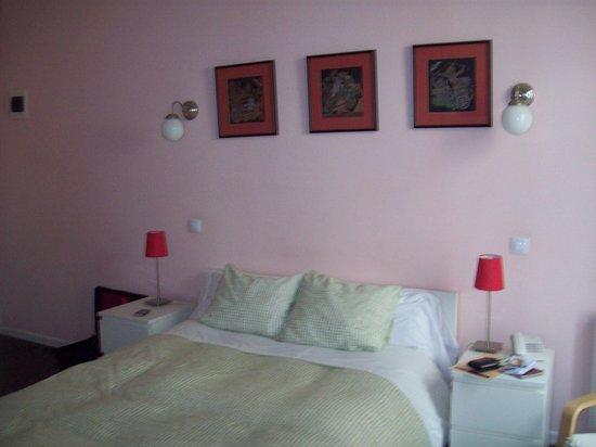 Hostal Pizarro:                   Bedroom