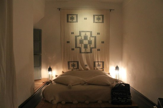 Dar Tchaikana:                   Yuba room at night