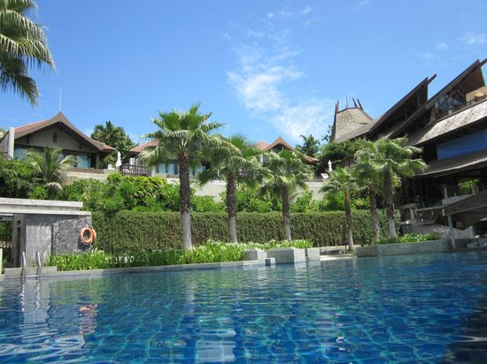 Nora Buri Resort & Spa:                   at the pool
