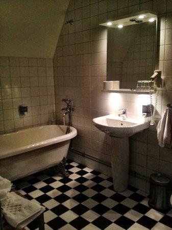Blommenhof Hotell:                   golvvärme och mysbelysning på toan.