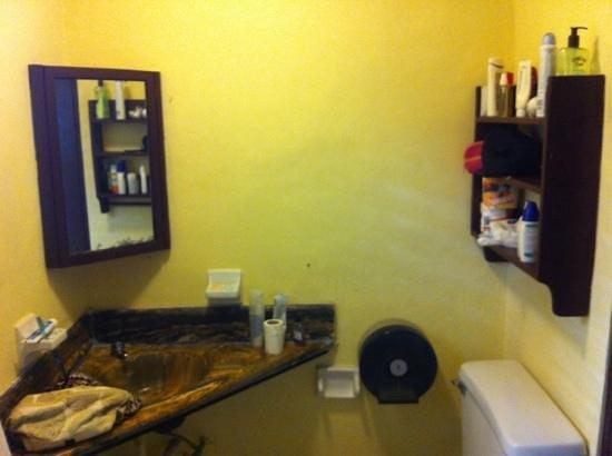Hotel Kaoba:                                     resto del baño