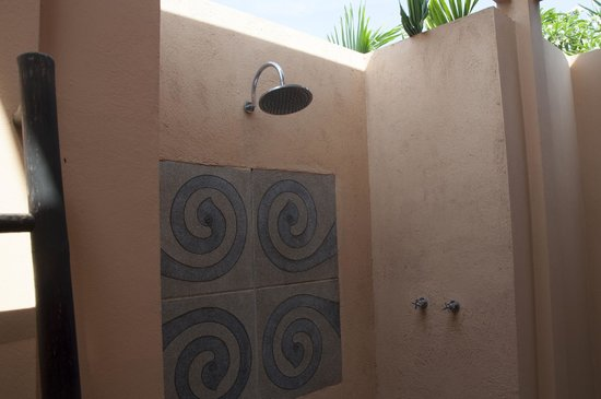 Asara Villa & Suite: Outdoor Shower