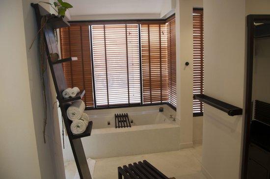 Asara Villa & Suite: Badezimmer