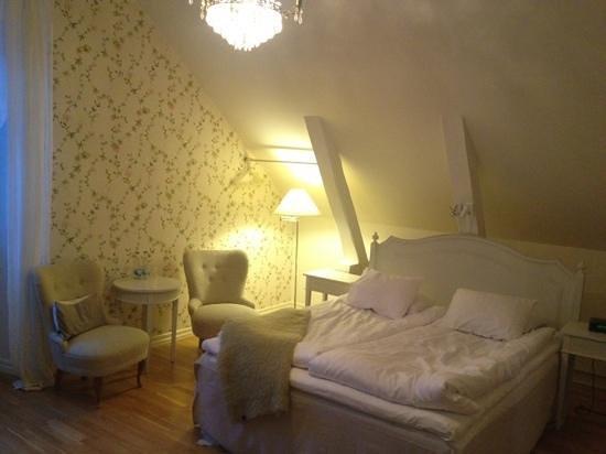 Blommenhof Hotell:                   romantiska rummet, plan 3