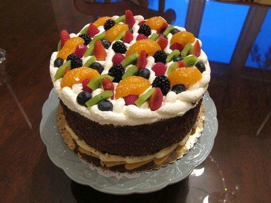 Cassis Bakery:                   Fruitopia Cake