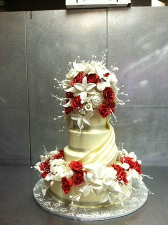 Cassis Bakery:                   Wedding cake