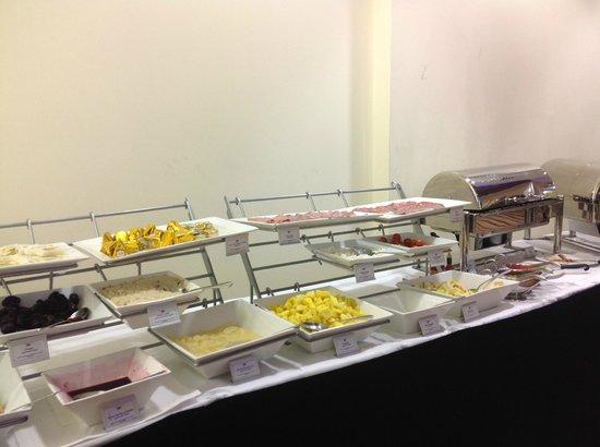 Park Plaza Victoria London: buffet