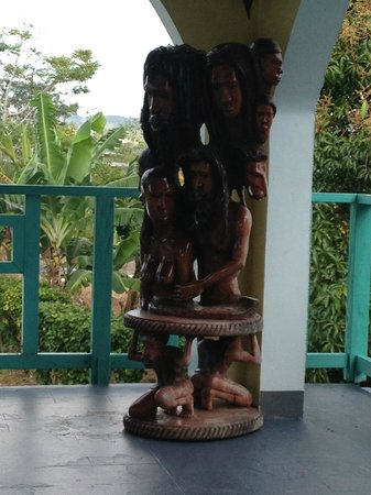 Coral Seas Garden:                   Awesome carving at the Garden
