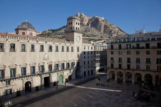 Eurostars Mediterranea Plaza Alicante:                                     View of square, town hall & castle from room