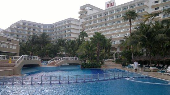 Hotel Riu Caribe:                   vista da píscina