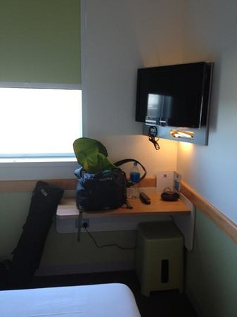 Ibis Budget Auckland Airport: TV/desk