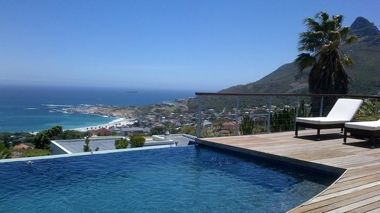 Atlanticview Cape Town Boutique Hotel:                   View across infinity pool