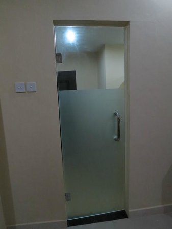 Kesumasari Beach Cottages:                   Bathroom door