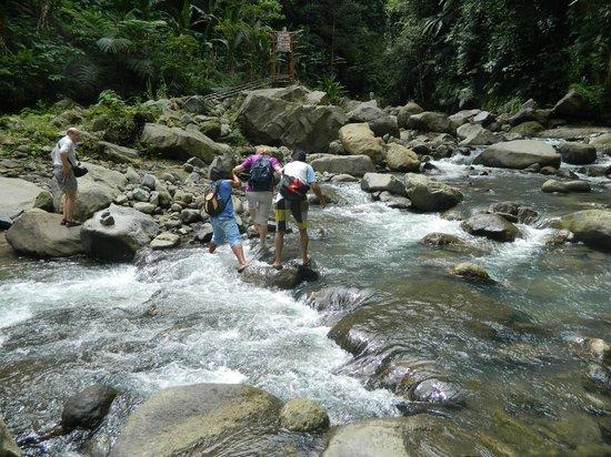 Casaroro Falls:                   cross-ng the river near the Falls