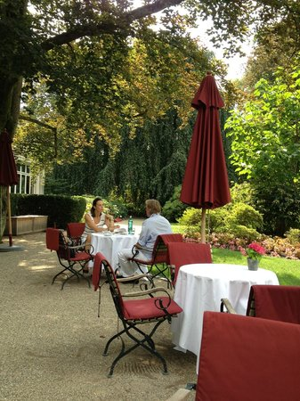 Brenners Park-Hotel & Spa: Out door sitting