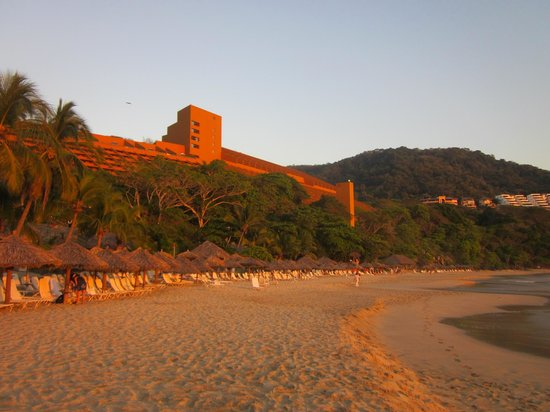 Las Brisas Hotel Collection Ixtapa:                   Sunset at Las Brisas