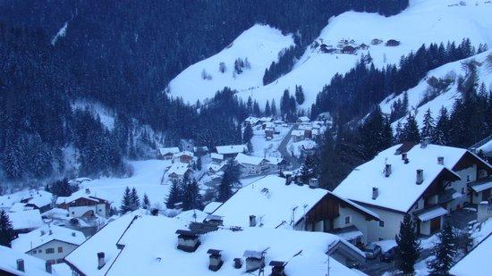 Hotel Alpenrose:                   Blick vom BAlkon auf den Ort