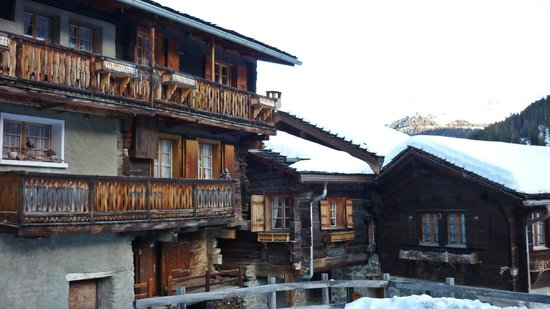 Hotel de Moiry :                   Old Chalets