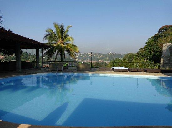 Hotel Thilanka: pool