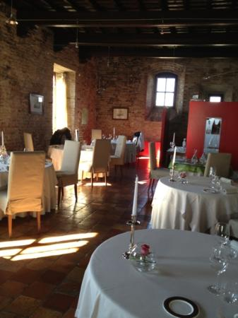 Casa Pavesi Hotel : photo of restaurant in the castle