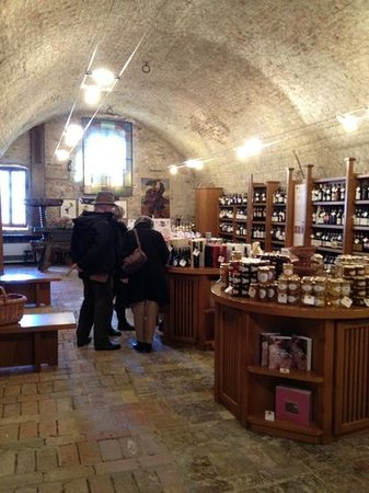 Casa Pavesi Hotel : The wine shop in the castle
