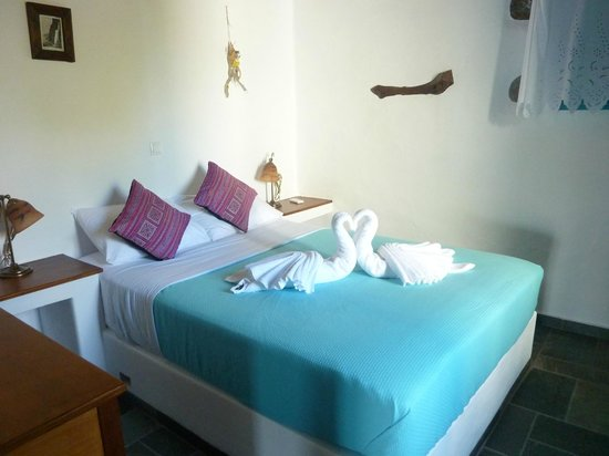Pano Gitonia:                   Πετσέτες-κύκνοι