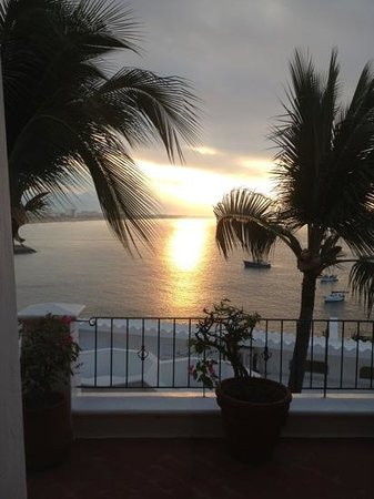 Hotel Dolphin Cove Inn:                                     sublime lever de soleil - photo prise de ma chambre sans mêm