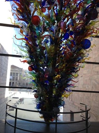 Joslyn Art Museum:                   Chihuly Sculpture